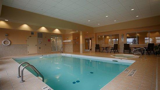 Best Western Plus Muskoka Inn: Pool
