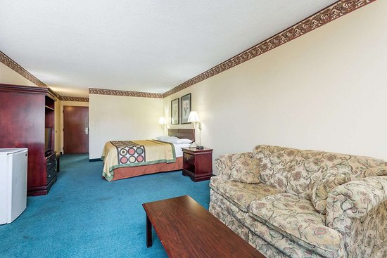 Super 8 by Wyndham Piedmont Greenville Area: Suite