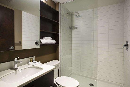 Weyburn, Canada: Bathroom
