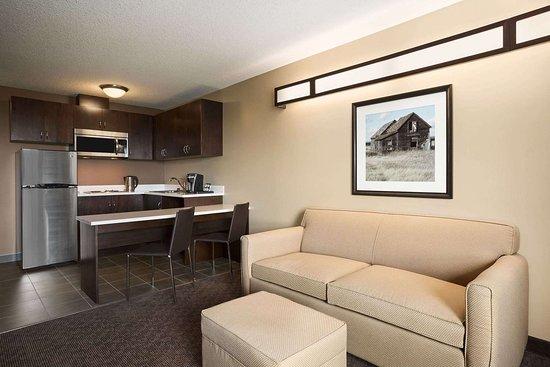 Weyburn, Canada: Suite