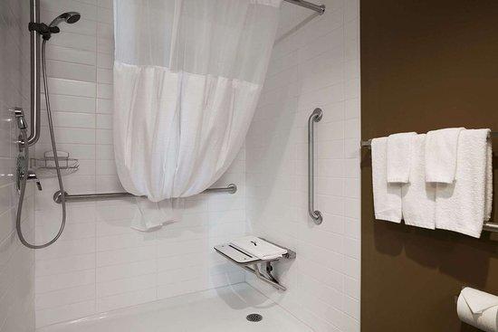 Weyburn, Canada: ADA Bathroom