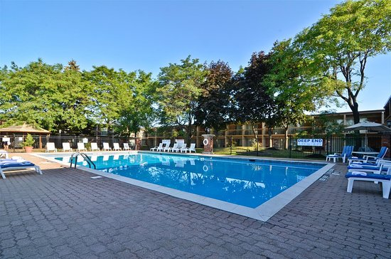 Best Western St. Catharines Hotel & Conference Centre: Outdoor Courtyard Pool