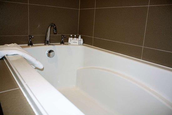 North Bergen, Nueva Jersey: King Suite Bath Tub