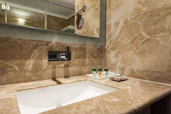 Days Hotel by Wyndham Panipat: Bathroom