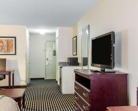 Comfort Inn Birmingham - Irondale: Guest room with added amenities