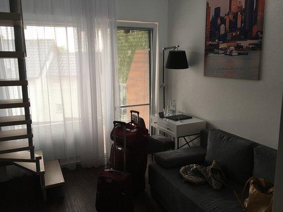 Port 21 Pura Pool & Design Hotel: pokój część wypoczynkowa (rozkładana sofa)