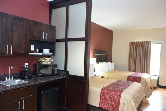 Red Roof PLUS+ & Suites Chattanooga - Downtown: Suite 2 Full Kitchenette