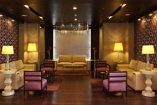 Golden Tulip Chattarpur: Lobby