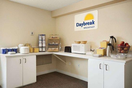 Days Inn by Wyndham Lacey Olympia Area: Breakfast Area - Ranier Room