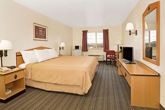 Days Inn & Suites by Wyndham Castle Rock: 1 King Bed Room