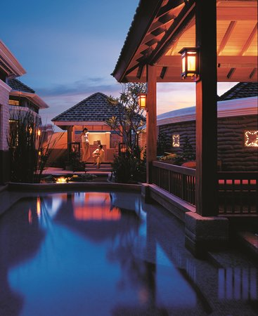 Shangri-La's Mactan Resort & Spa: CHI, The Spa - Karakal Vitality Pool