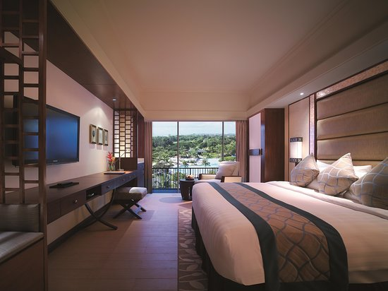 Shangri-La's Mactan Resort & Spa: Main Wing Deluxe Sea View Room, Day