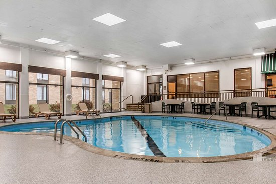 Comfort Inn MSP Airport - Mall of America: Indoor heated pool