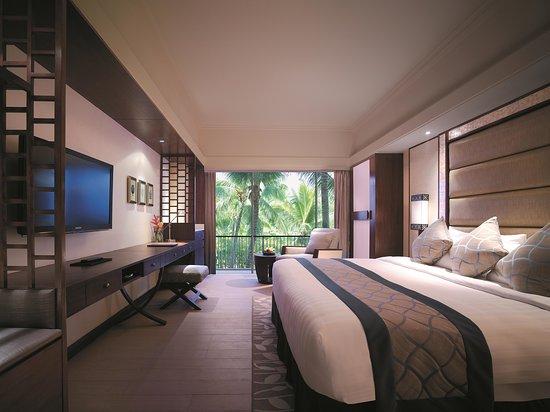 Shangri-La's Mactan Resort & Spa: Main Wing Deluxe Room