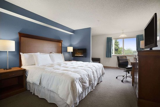Days Inn by Wyndham Lacey Olympia Area: Deluxe King Bed Room