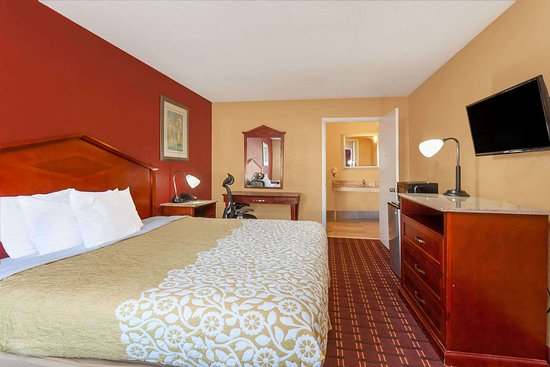 Days Inn by Wyndham Columbia: Guest room