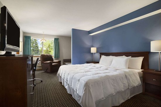 Days Inn by Wyndham Lacey Olympia Area: Standard King Bed Room