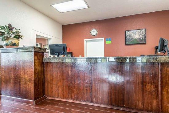 SureStay Hotel by Best Western Wenatchee: Front Desk