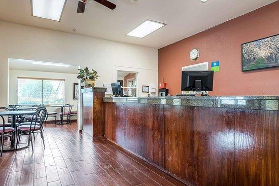 SureStay Hotel by Best Western Wenatchee: Lobby
