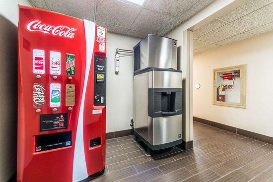 Comfort Inn Festus: Hotel vending area