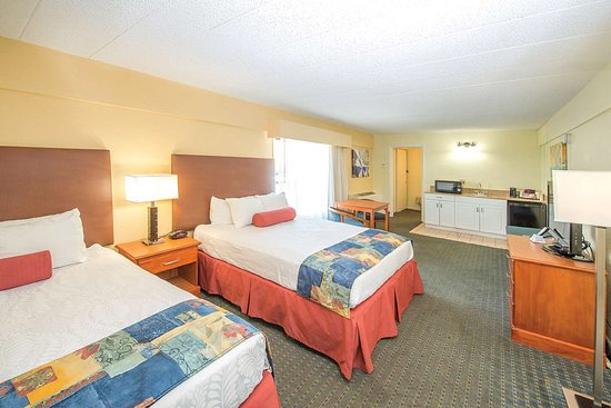Ramada Plaza by Wyndham Virginia Beach: Double Room with Wet Bar