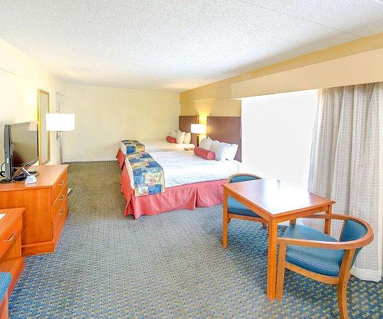 Ramada Plaza by Wyndham Virginia Beach: Double Room with Wet Bar