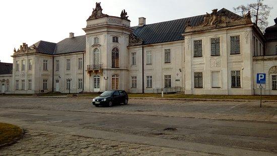 Radzyn Podlaski, Pologne : dziedziniec budynek główny