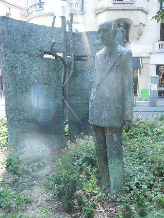 Monument en Hommage a Francois Mauriac