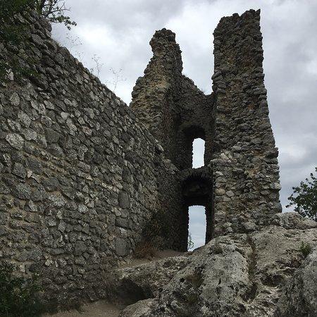 Sirotci hradek