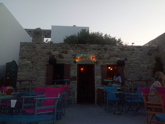 Tilos, Yunanistan: Ino Bar & Cafe ( evening )