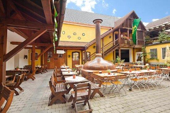 Brauerei-Gasthof Hotel Post: Biergarten