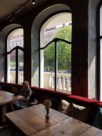 Gorynich: Панорамные окна ресторана