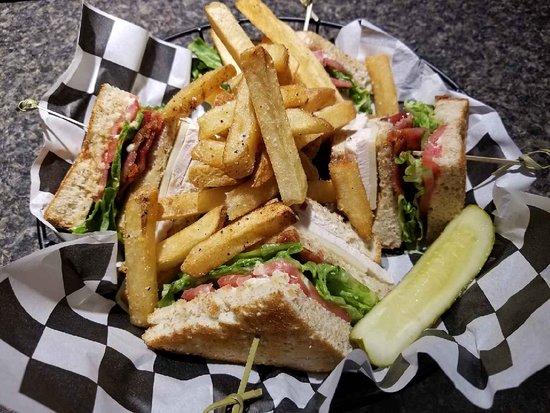 Canton, Южная Дакота: Turkey Club and fries