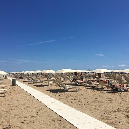 Tortuga beach bagno 67 rimini recenze restaurace for Bagno 72 rimini