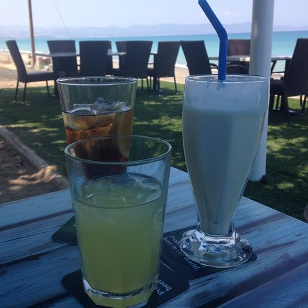Santa Barbara Resto & Beach Bar: Whatever you like to drink or eat than St Barbara's is the place to visit & what a wonderful wel