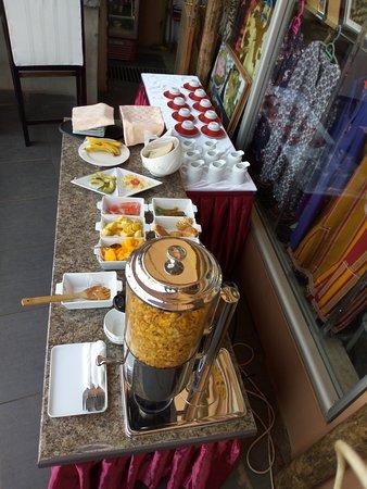 Entebbe Flight Motel: Breakfast