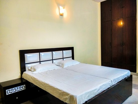 The Desire Hostel: Private Room with Self