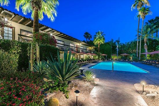 Santiago Resort: Pool at dusk