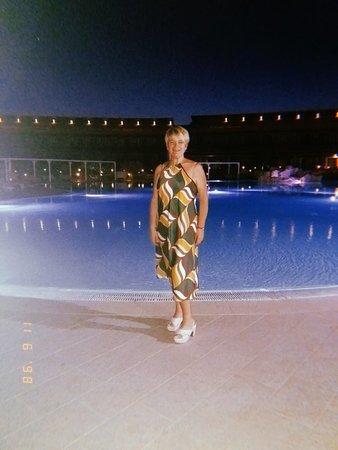 Eco Resort dei Siriti: Guardate che spettacolo la piscina di sera
