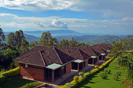 Nyungwe Top View Hill Hotel: Off the observation deck of the main building...