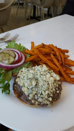 Great lunch, delicious flavors, upscale environment