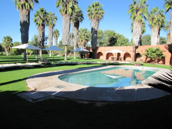 Kalkfeld, Namibia: Swimming Pool on Hotel Grounds