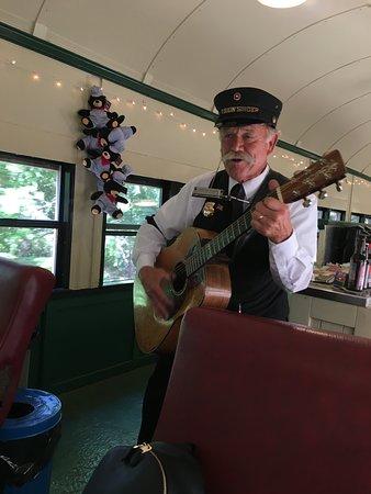 Skunk Train: Northspur Flyer fra Willits: Life is better when you sing!