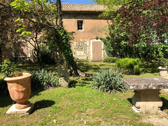 Château de Roussan: Hotel from garden