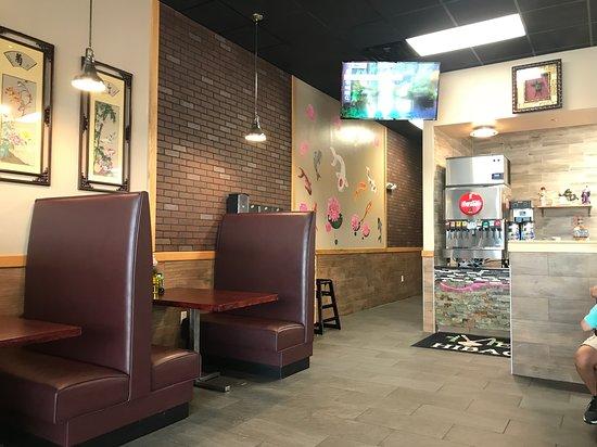 Raeford, NC: Booths too