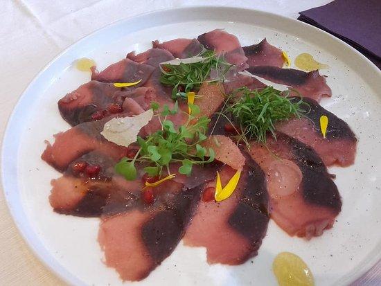 Resto Tapati: Starter of carpaccio of tuna