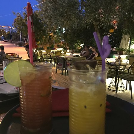 Ksamil, Albania: Lounge bar Qendra best place to enjoying a coktail