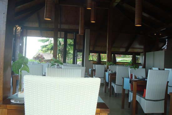 Coco De Mer Hotel And Black Parrot: Hibiscus Restaurant at breakfast time