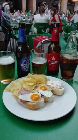 Cerveceria taperia El Ave Turuta: Bebidas y tapas.