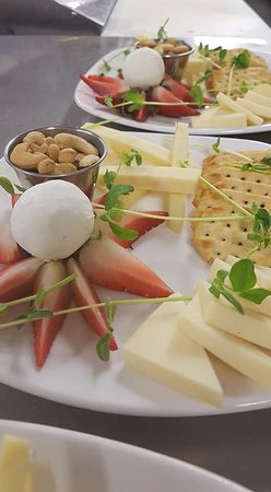 York Bistro + Pub: Simple yet elegant and so very appetizing! 